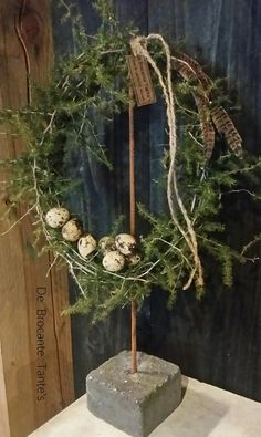 Different Seasons, Deco Table, Christmas Love, Diy Projects To Try, Plant Hanger, Garden Art, Flower Arrangements, Floral Wreath, Creations