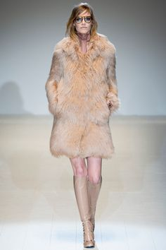 Gucci Fall 2014 RTW - Runway Photos - Fashion Week - Runway, Fashion Shows and Collections - Vogue News Fashion, Review Fashion, Fur Fashion, Fashion Week, Runway Fashion, Fashion Show, Fashion Trends, Milan Fashion, Fall Winter 2014