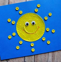 You'll be walking on sunshine with the Smiling Cupcake Liner Sun. This cute craft for kids is an easy project for preschoolers and kindergarteners. The adorable sun design is perfect for the spring and summer.