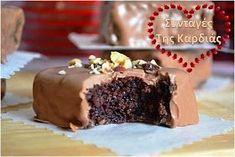 Σοκολατένιες μπουκίτσες με αφράτο κέικ, που σίγουρα θα λατρέψετε!!! Μια πολύ απλή και εύκολη ιδέα! Ένα γλυκάκι ιδανικό για να κεράσουμε ... Cake Pops, Recipies, Cooking Recipes, Sweets, Cookies, Baking, Desserts, Food, Ideas