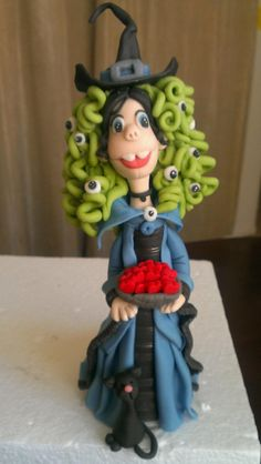 Items similar to 1 Friendly Witch / Witch woman Fondant cake topper for Halloween or other occasions on Etsy Polymer Clay Halloween, Halloween Doll, Fimo Clay, Fall Halloween, Halloween Crafts, Witch Cake, Clay Fairies, Clay Figurine, Cute Clay