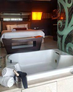Quem gostaria de um quarto de hotel como esse?  A convite do Hard Rock Hotel Punta Cana viemos passar 5 dias nesse quarto maravilhoso que é apenas uma amostra do que esse resort all inclusive oferece. Acompanhe tudo pelo Instagram Stories e Snapchat nerdsviajantes! #NerdsEmPuntaCana #ThisIsHardRock #iRockPuntaCana #hardrockpuntacana #NerdsNoHardRock