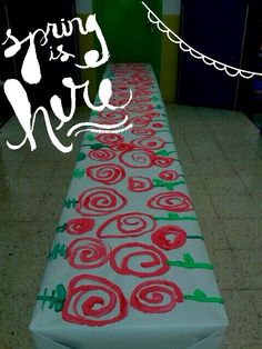 Roses de Sant Jordi Saint George, Art Classroom, Kids Rugs, Drink, School Stuff, Theater, Murals, Dragons, Roses