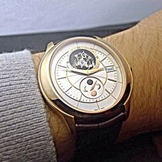 Stunning shot of a Piaget Gouverneur #watch in rose #gold. Manufacture Piaget 642P #tourbillon #ultrathin #movement with astronomical moon indicator at 6 o'clock. A truly beautiful major complication.