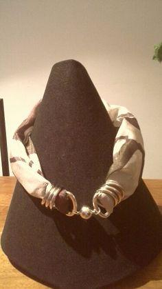 Foulard in seta pura chiusura con calamita
