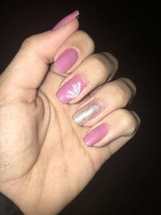 Christmas nails purple/pink, snowflake, champagne nails