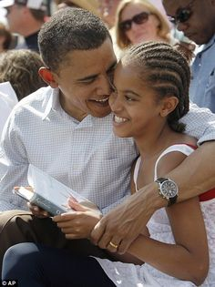 "Malia Obama is reading ""Outside Beauty"" by Cynthia Kadohata"