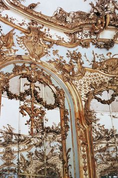 Rococo Interior Design Century) period wall - More ornate and delicate than the walls of Baroque, although just as grand! Architecture Baroque, Beautiful Architecture, Interior Architecture, Renaissance Architecture, Beautiful Buildings, Architecture Details, Interior Design, Ed Wallpaper, Gold Aesthetic