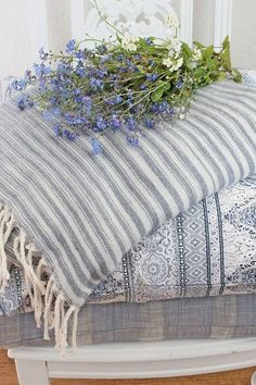 Beautiful bedding for the butterfly room :) White Cottage, Cottage Style, Cottage Names, Vibeke Design, Textiles, French Country Decorating, Color Themes, Shades Of Blue, Blue Flowers