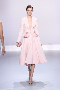 Oh my goodness YES. > Ralph & Russo : Runway - Paris Fashion Week - Haute Couture S/S 2014