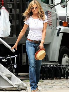 Jennifer Anniston. Simple white t with a long necklace!