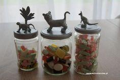 """Taki superowy pojemnik na słodkości, czyli """"Candy Jar"""" możesz zrobić ze zwykłego słoika!  Dzięki @myhomerulespl :)  #diy #słoik"""