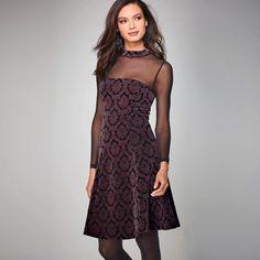 Šaty s polotransparentním výstřihem