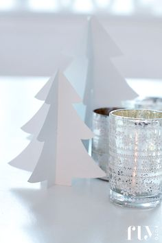 #bianchi #alberi di #natale di #carta: #semplicità e #classe  #white #tree #paper   #xmas #decorations #diy #christmas #natale #idea #facile #faidate #easy #todo #decorazione
