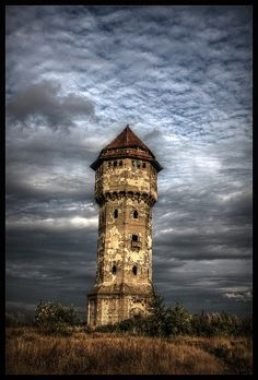 Abandoned water tower by ela.wdowiarska, via Flickr/doesn't really look like a water tower to me, but very interesting!