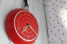 punainen,kello,kello seinällä,pilkullinen,valkoinen,kirpputorilöytö,paneeliseinä,keittiö,mökki,Tee itse - DIY,värikäs,värikäs koti,seinäkello Easy Crafts For Kids, Crafts To Make, Gifts For Kids, Luxury Home Decor, Luxury Homes, Mothers Day Flower Pot, Flower Pot Crafts, Window Mirror, Shoe Storage