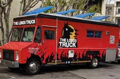 If you see a group of Los Angelenos gone loco, it's likely The Lobos Truck is nearby. Offering up delicious California-style comfort food, this talented team has handcrafted a big menu full of larg. Food Trucks Los Angeles, Los Angeles Food, Custom Food Trucks, Best Food Trucks, Ranch Burgers, Bbq Salads, Tempeh Bacon, Food Truck