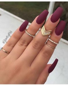 Burgundy nail art designs have become people's favorite. Burgundy color has become one of the most popular colors. Women who choose this color do not want to have bright and gorgeous nails, but want to have classic and sexy designs. The burgundy nail Gorgeous Nails, Love Nails, How To Do Nails, Pretty Nails, Cute Fall Nails, Amazing Nails, Long Cute Nails, Fake Nails Long, Long Gel Nails