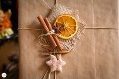 Decorazioni natalizie homemade - formine in pasta madre ed arance essiccate