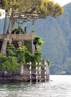 Villa Balbianello, a place you must visit by boat on Lake Como #italy #travel