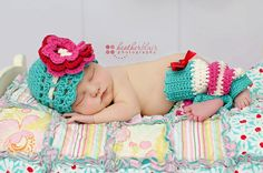 Baby crochet pattern: blueberry muffin beanie and leg warmer set Beanie Outfit, Baby Girl Crochet, Newborn Crochet, Hat Crochet, Irish Crochet, Baby Patterns, Crochet Patterns, Crochet Ideas, Baby Hut