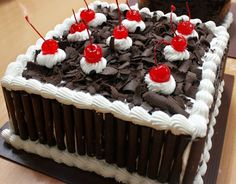 If you are looking for good Resep Kue Tart Lembut Dan Enak cooking recipes you've come to the right place. Pastel Rectangular, Resep Cake, Steamed Cake, Egg Tart, Black Forest Cake, Kids Menu, Happy Birthday Cakes, Diy Cake, Piece Of Cakes