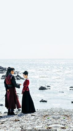 Dorama fanfiction Moon lovers Scarlet Ryeo If Ha Jin / Hae Soo had his last chance to go back in time and save his beloved? Moon Lovers Drama, Iu Moon Lovers, Scarlet Heart Ryeo Wallpaper, Heart Wallpaper, Wallpaper Lockscreen, Moon Lovers Scarlet, Fanfiction, Wang So, Scarlet