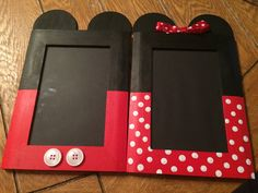 Great craft idea: Minnie & Mickey Mouse Picture Frames by SandiQs on Etsy Mickey Mouse Room, Mickey Mouse Classroom, Mickey Mouse Crafts, Mickey Mouse Decorations, Mickey Mouse Clubhouse Birthday, Mickey Party, Mickey Mouse Birthday, Minnie Mouse Party, Mouse Parties