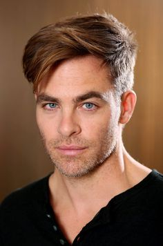 """Fotos HQs de Chris Pine para portrait """"The Finest Hours"""" Chris Pino, Haircuts For Men, Pretty People, Eye Candy, How To Look Better, Hair Cuts, Handsome, Celebs, Beautiful"""