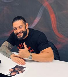 Roman Reigns doing a meet and greet Roman Reigns Wwe Champion, Wwe Roman Reigns, Romans 3, Roman Warriors, Roman Reings, Love Your Smile, Wwe Champions, The Joe, Royal Rumble