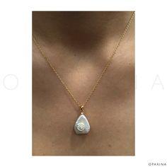 Collar de Dije en Madre Perla con Dije En Plata Dorada. #oparina #motherofpearl #pearl #boho #bohochic #gypsy #jewelry #sterlingsilver  #madewithstudio