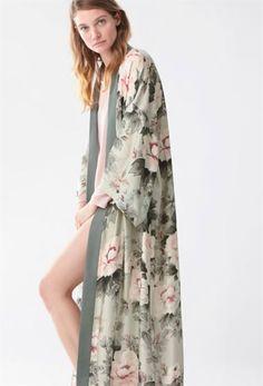 Japanese flower dressing gown - View All - House Robe - SLEEP Fashion Now, Kimono Fashion, Fashion Dresses, Womens Fashion, Moda Kimono, Babydoll, Oriental Fashion, Oriental Style, Bridal Robes