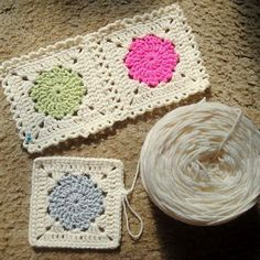Free pattern for an easy granny square with circle in the center. Depending on color choices it can look very modern or more heirloom. Love the soft blue and green with the bright pink in a cream border. #freecrochetpatterns #grannysquare #crochet #afghans
