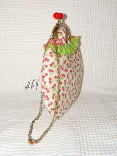 BOLSO PIN UP  Bolsito de mano con un estampado retro, para las amantes de las cerecitas!! Diseño exclusivo de Hadas Pin Up que encontraras en www.hadaspinup.com #bag #bolso #pinup #retro #rockabilly