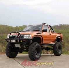 Orange SAS Toyota Hilux