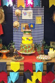 Junina Party Panel: How To Create 60 Creative Panel Ideas Moana Party, Boy Birthday, Birthday Parties, Bento, Small Flags, Cake Table, The Balloon, Cool Walls, Backdrops