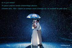 Co to jest #miłość?  To #spacer podczas bardzo drobniutkiego deszczu. Człowiek idzie, idzie i dopiero po pewnym czasie orientuje się, że przemókł do głębi serca.  #cytaty