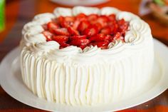 A fluffy buttercream frosting recipe that has a wonderful texture and color. Fluffy Buttercream Frosting Recipe from Grandmothers Kitchen. Frosting Recipes, Cake Recipes, Dessert Recipes, Food Cakes, Cupcake Cakes, Cupcakes, Köstliche Desserts, Delicious Desserts, Fluffy Buttercream Frosting