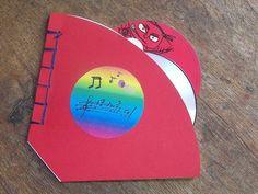 fabriquer un range cd avec une dizaine de filtre café http://www.cabaneaidees.com/2012/06/fabriquer-range-c/#.Uj_MvtvrKt8