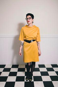 70's Senf Cowl Neck Kleid  Medium von ScarletSweater auf Etsy