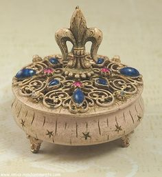 FLORENZA Fleur di Lis and Stone Topped Footed Trinket Box