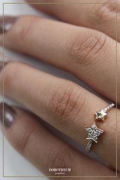 Reach for the stars! Mit diesem süßen Ring aus Gold und Brillanten funkelt das Outfit regelrecht. Macht auch ein bezauberndes Geschenk!