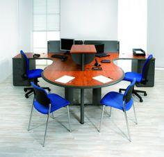 Kancelářský nábytek řady Ergo má variabilní kovovou podnož s trnoží nebo elektrokanálem