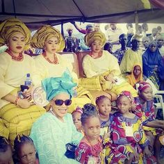 #hnnroyalty Sitting by the King's wives and children at the #Alaafin's palace. My dad is the Balogun of #Oyo empire and the #Alaafin is our King.