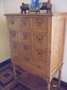 arquivo em madeira da década de 30.