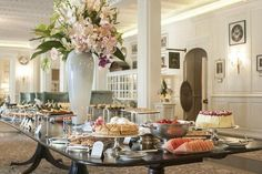 One of the top luxury resorts in Cape Town, stay at Belmond Mount Nelson Hotel and become part of the hotel's star-studded history. Rare Roast Beef, South Africa Safari, Cape Town Hotels, Hotels And Resorts, Luxury Resorts, Hotel Interiors, Hotel S, Afternoon Tea, High Tea