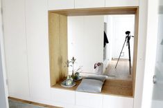 Cloakroom with bench Last winter we had my brother install a new wardrobe. Now we have endless storage space and miracle Home Entrance Decor, House Entrance, Home Decor, Built In Cupboards, Build A Closet, Living Spaces, Living Room, Entry Hall, Built In Wardrobe