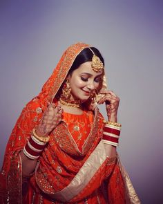 A guide on how to slay your bridal poses this wedding season! Sikh Wedding Dress, Pakistani Wedding Outfits, Indian Bridal Outfits, Indian Bridal Fashion, Indian Fashion Dresses, Wedding Suits, Bridal Portrait Poses, Bridal Poses, Bridal Photoshoot