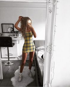 Trend Alert: Schackklänning - Dammode - Lilly is Love Glamouröse Outfits, Teen Fashion Outfits, Look Fashion, Fall Outfits, 90s Fashion, Womens Fashion, Dress Fashion, Fashion Clothes, Concert Fashion