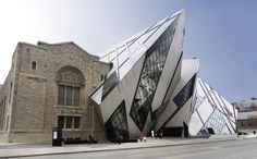 Things to Do in Canada Canadian structures that illustrate its history, beauty & diversity: Royal Ontario Museum, Toronto, Ontario Architecture Renovation, Museum Architecture, Futuristic Architecture, Contemporary Architecture, Architecture Design, Unique Buildings, Old Buildings, Toronto, Royal Ontario Museum
